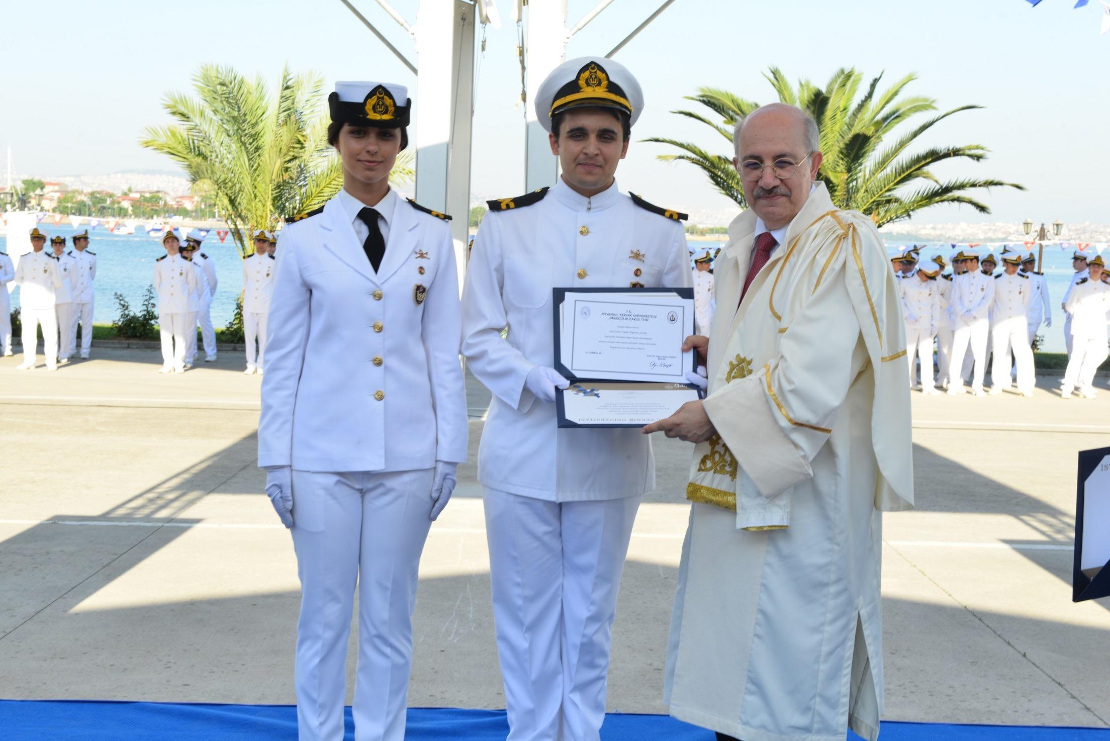 İTÜ Denizcilik Fakültesinde Mezuniyet Heyecanı