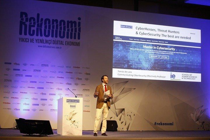 IE Reinventing Yüksek Okulu, Beşeri Bilimler ve Teknoloji Profesörü Tomás de Lara Aguilar